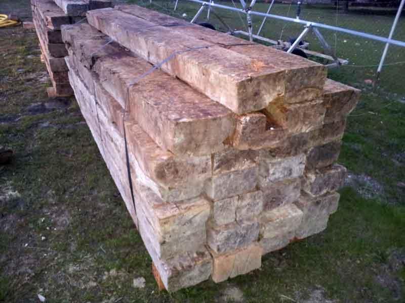 Traviesas de madera para decoración de jardines