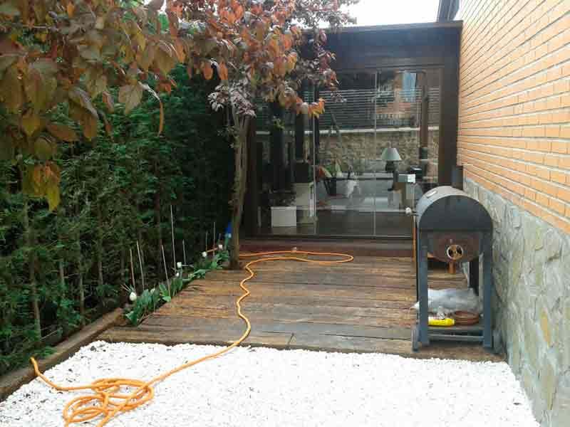 Decoracion de jardines para tu chalet viveros coronado for Suelos de jardin