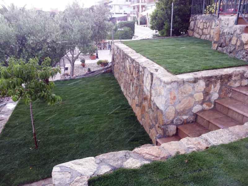 Decoraci n jardines piedra natura bancalesl cesped for Macetas de piedra para jardin