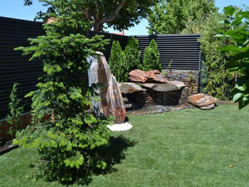 Decoracion de jardines paisajista viveros coronado for Jardines en piedra natural