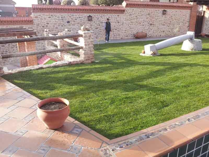 Instalación de tepe obra nueva. Viveros Coronado en Navalcarnero, Madrid
