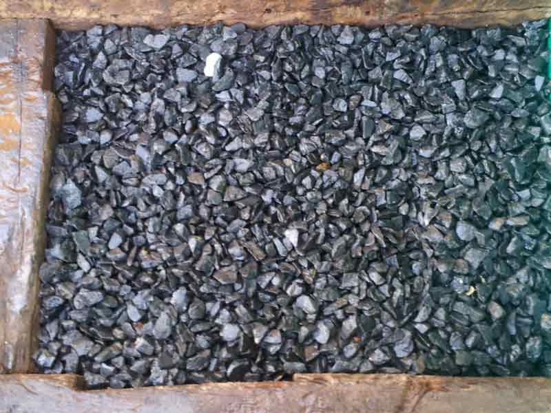 Piedra decorativa triturado basalto negro. Viveros Coronado Navalcarnero Madrid