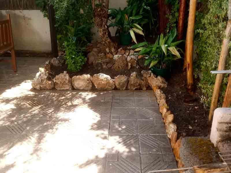 Trabajo realizado de limpieza de jardín, aprovechamiento de piedra decorativa. Viveros Coronado