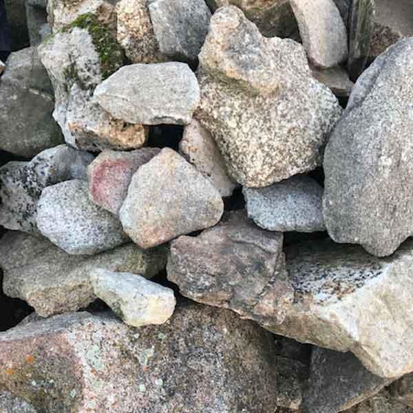 Resuelto granito.  Viveros Coronado en Navalcarnero (Madrid)