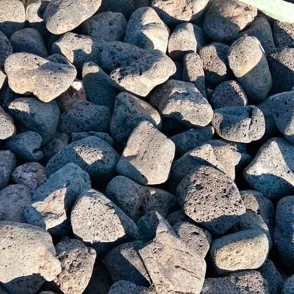 Rodado volcánica negra<br /> granulometria 40-60. Viveros Coronado en Navalcarnero (Madrid)